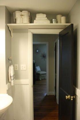 prateleira-sobre-porta-banheiro